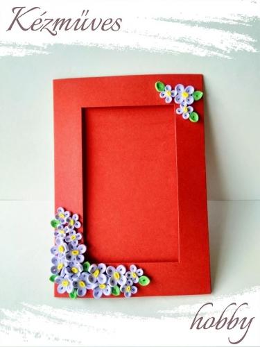 Quilling ajándék - Képeslap, fényképtartó - Díszített képtartó piros-törtfehér - Quilling képeslap, fényképtartó