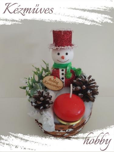 Quilling ajándék - Karácsonyi asztaldísz - Havas hóember Boldog Karácsonyt táblával - Karácsonyi asztaldísz