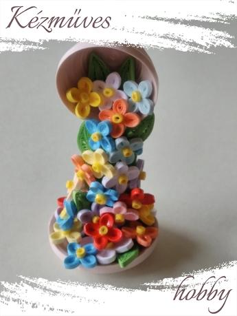 Quilling ajándék - Asztaldíszek - Színes virág zuhatag - Quilling Asztaldísz
