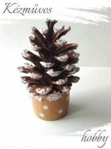 Quilling ajándék - Karácsonyi asztaldísz - Havas fenyő - Karácsonyi asztaldísz