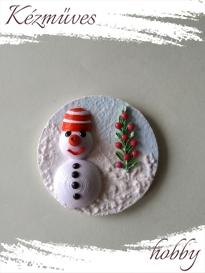 Quilling ajándék - Karácsony, Tél - Hűtőmágnes - Hóember karácsonya  - Quilling hűtőmágnes